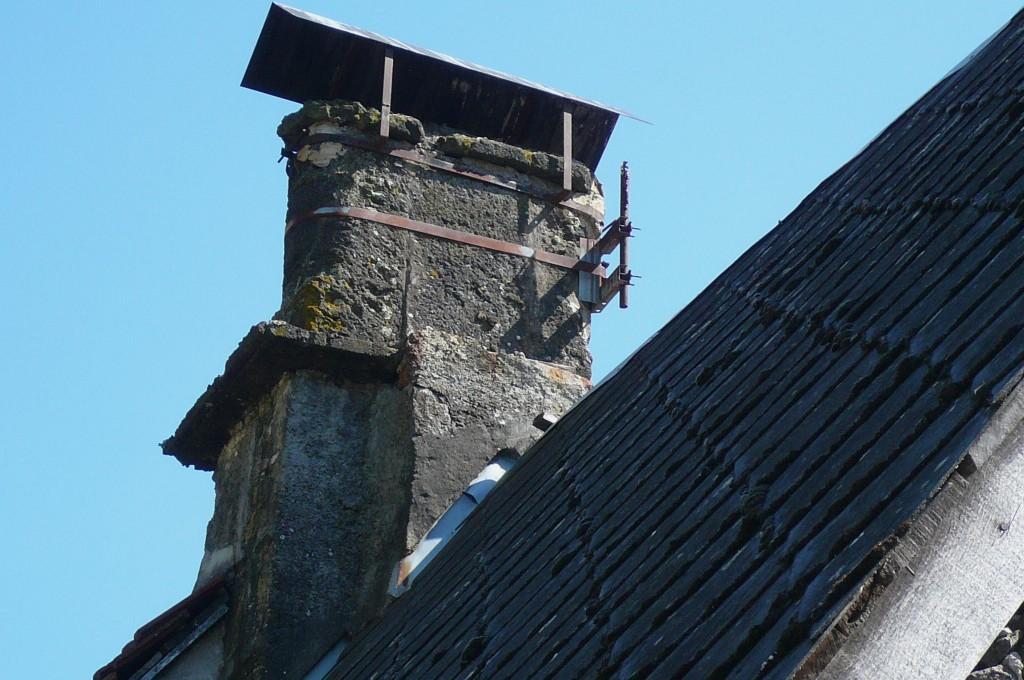 Saint-Cirgues, souche de cheminée arrondie.