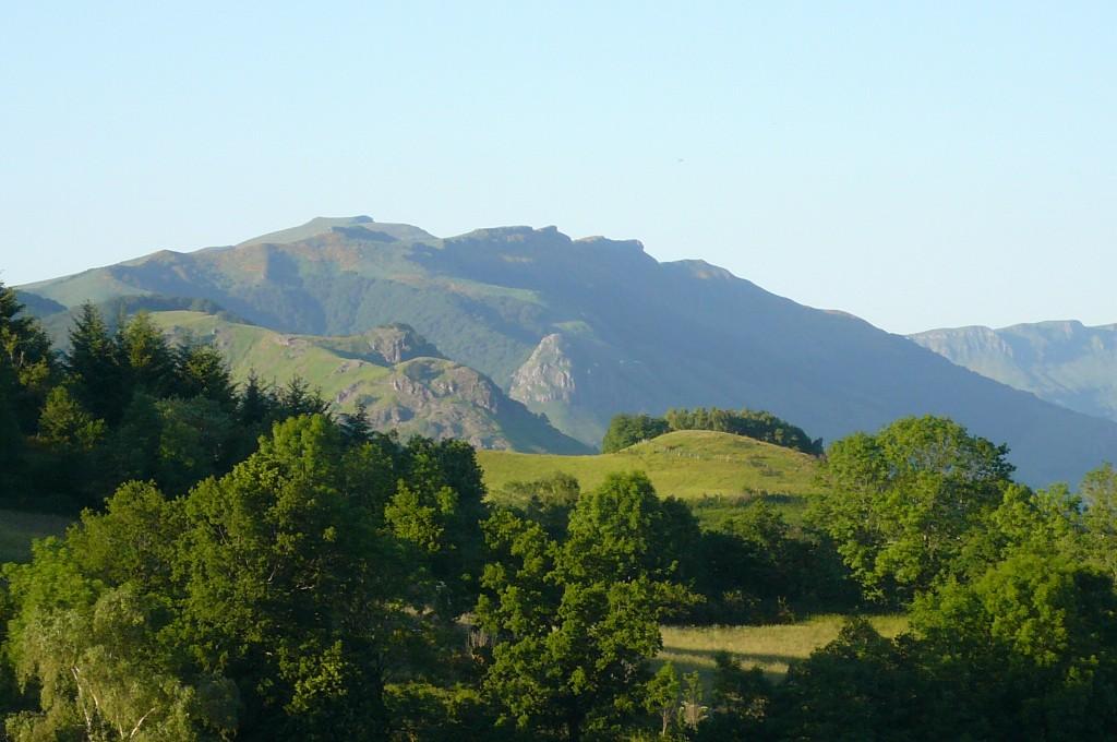 Puy Chavaroche, dominant la rive droite